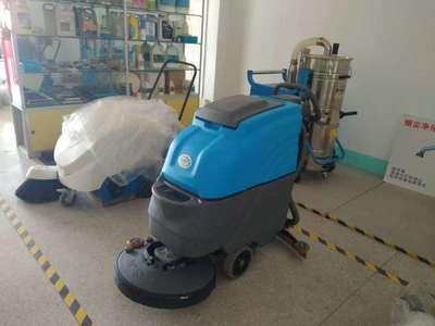 电瓶式手洗地机9990元,含电瓶充电器。供应无锡充电手推式洗地机